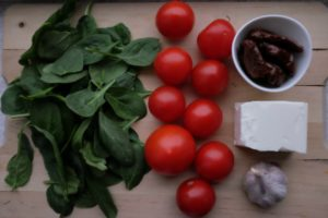 składniki - sałatka ze szpinakiem