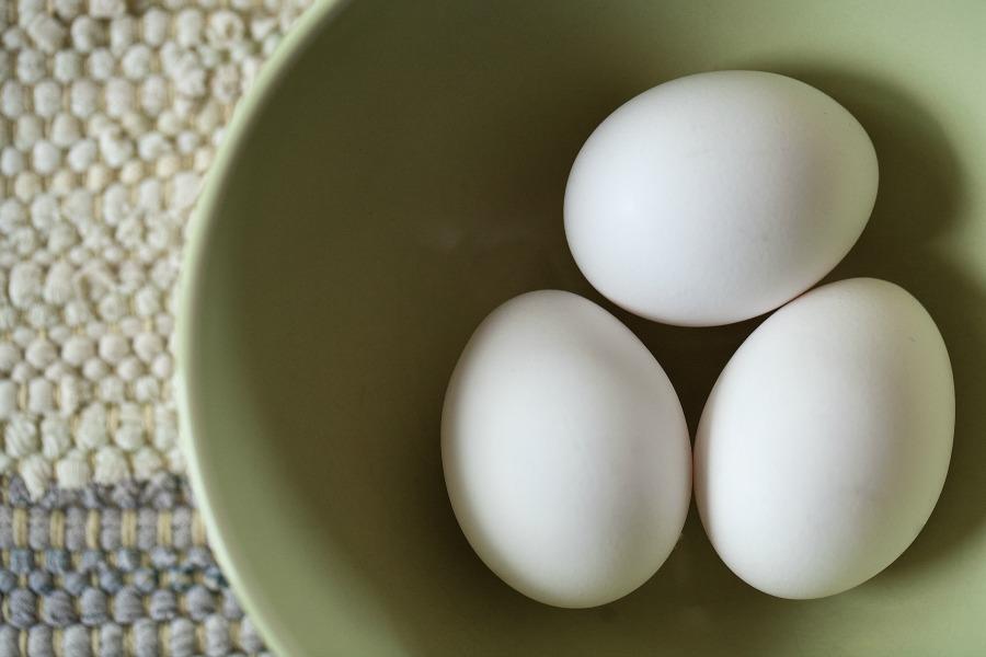 jajka w misce