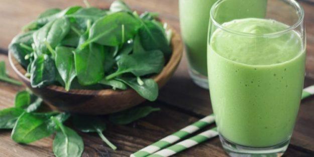 zielone koktajle lub smoothies