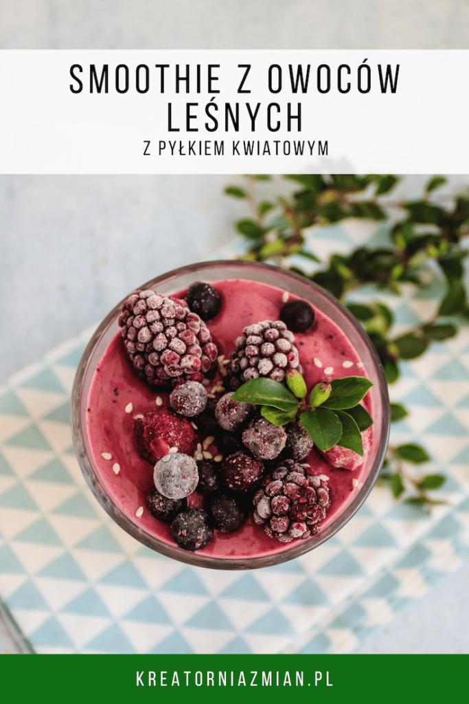 smoothie z owocow lesnych z plykiem kwiatowym